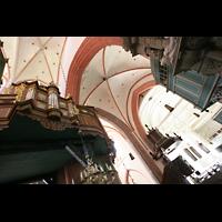 Norden, St. Ludgeri, Orgel mit Blick in die Vierung
