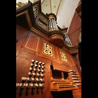Norden, St. Ludgeri, Spieltisch mit Orgel