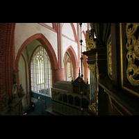 Norden, St. Ludgeri, Emporenbrüstung mit Blick in den Chor