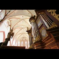 Norden, St. Ludgeri, Orgel mit Blick in den Chor