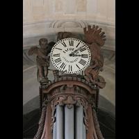 Versailles, Cathédrale Saint-Louis (Hauptorgel), Uhr auf dem Pedalturm