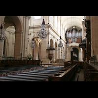 Versailles, Cathédrale Saint-Louis (Hauptorgel), Seitlicher Blick vom Chor zur Hauptorgel
