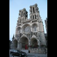Laon, Cathédrale Notre-Dame, Fassade in der Dämmerung