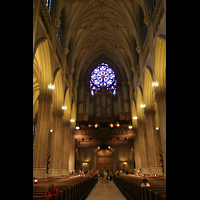 New York (NY), St. Patrick's Cathedral, Innenraum / Hauptschiff in Richtung Orgel