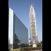 Garden Grove (CA), Christ Cathedral (''Crystal Cathedral''), Außenansicht mit Turm
