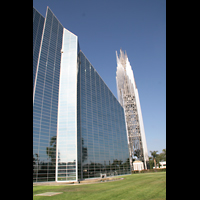 Garden Grove (CA), Christ Cathedral (''Crystal Cathedral''), Glasfassade mit Turm