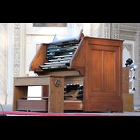 San Diego (CA), Balboa Park, Spreckels Organ Pavilion (Freiluftorgel), Spieltisch seitlich
