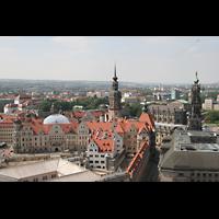Dresden, Kathedrale Ss. Trinitatis (ehem. Hofkirche), Blick von der Kuppel der Frauenkirche zur Kathedrale (rechts) und zum Hausmannsturm (links)