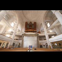 Dresden, Kreuzkirche, Innenraum / Hauptschiff in Richtung Orgel