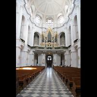 Dresden, Kathedrale Ss. Trinitatis (ehem. Hofkirche), Innenraum / Hauptschiff in Richtung Orgel