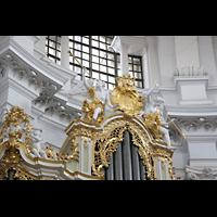 Dresden, Kathedrale Ss. Trinitatis (ehem. Hofkirche), Putten und Goldverzierungen auf der Orgel