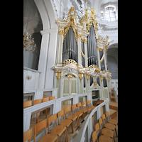 Dresden, Kathedrale Ss. Trinitatis (ehem. Hofkirche), Seitlicher Blick auf die Orgelempore