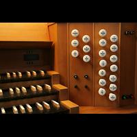Bremen, Kulturkirche St. Stephani, Rechte Registerstaffel am Spieltisch