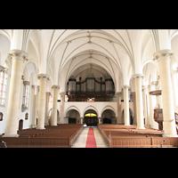 Berlin (Prenzlauer Berg), Ss.Corpus Christi Kirche, Innenraum / Hauptschiff in Richtung Orgel vor der Restaurierung