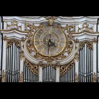 Amorbach, Abteikirche (Fürstliche Kirche), Uhr im Orgelprospekt