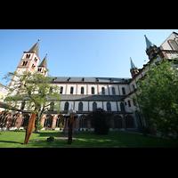 Würzburg, Dom St. Kilian, Gesamtansicht vom Innenhof des Kreuzgangs