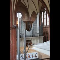 Berlin (Kreuzberg), Heilig-Kreuz-Kirche (Kirche zum Heiligen Kreuz), Orgel von der Seitenempore aus