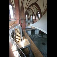 Berlin (Kreuzberg), Heilig-Kreuz-Kirche (Kirche zum Heiligen Kreuz), Seitenempore und Orgel