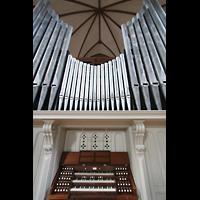 Berlin (Kreuzberg), Heilig-Kreuz-Kirche (Kirche zum Heiligen Kreuz), Orgel mit Spieltisch