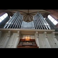 Berlin (Kreuzberg), Heilig-Kreuz-Kirche (Kirche zum Heiligen Kreuz), Spieltisch und Orgel