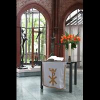 Berlin (Kreuzberg), Heilig-Kreuz-Kirche (Kirche zum Heiligen Kreuz), Altar und Tryptichon