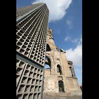 Berlin (Charlottenburg), Kaiser-Wilhelm-Gedächtnis-Kirche, Neuer und alter Turm