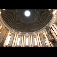 Berlin (Mitte), St. Hedwigs-Kathedrale, Innenraum mit Orgel