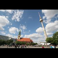 Berlin (Mitte), St. Marienkirche, Marienkirche, Neptunbrunnen und Fernsehturn zur Zeit der Fußball-WM