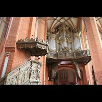 Güstrow, Ev.-Luth. Pfarrkirche St. Marien, Kanzel und Orgel