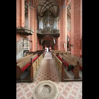 Güstrow, Ev.-Luth. Pfarrkirche St. Marien, Innenraum / Hauptschiff in Richtung Orgel