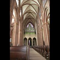 Oppenheim, St. Katharinen, Innenraum / Hauptschiff in Richtung Orgel