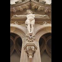 Meisenheim am Glan, Schlosskirche St. Wolfgang, Kruzifix über dem Portal