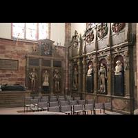 Saarbrücken, Stiftskirche St. Arnual, Standgrabmale im Querhaus