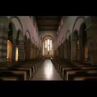 Echternach, Basilika St. Willibrord, Innenraum / Hauptschiff in Richtung Chor