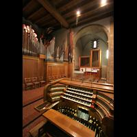 Echternach, Basilika St. Willibrord, Spieltisch und Orgel