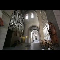 Trier, Basilika St. Matthias, Orgel mit Blick ins Seitenschiff
