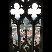 Ulm, Münster (Hauptorgel), Blick durch den Turmhelm auf die Stadt