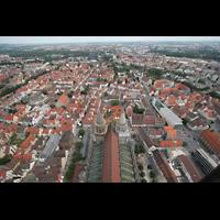 Ulm, Münster (Hauptorgel), Aussicht von der Turmspitze auf das Münsterdach und die Stadt