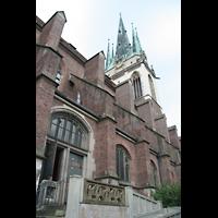 Ulm, St. Georg, Außenansicht vom Kirchhof aus