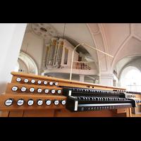 Dachau, St. Jakob, Elektrischer Spieltisch mit Blick zur Orgel