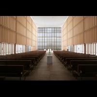 München, Herz-Jesu-Kirche, Innenraum / Hauptschiff in Richtung Chor