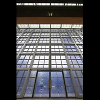 München, Herz-Jesu-Kirche, Glasfassade