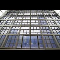 München, Herz-Jesu-Kirche, Glasfassade perspekticisch