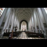 München (Haidhausen), St. Johann Baptist (kath.), Innenraum / Hauptschiff in Richtung Chor