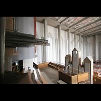 München, Mariahilf-Kirche (Hauptorgel), Blick von den Chamaden über das Rückpositiv in die Kirche