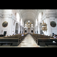 München, Jesuitenkirche St. Michael (ehem. Hofkirche), Innenraum / Hauptschiff in Richtung Orgel