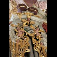 Fürstenfeldbruck, Klosterkirche (Hauptorgel), Ornamente am linken Pedalturm