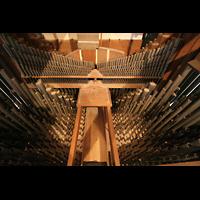 Ottobeuren, Abtei - Basilika (Heilig-Geist-Orgel), Pfeifen im Hauptwerk mit hochgebänktem Cornett