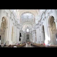 München (Munich), Theatinerkirche St. Katejan, Innenraum / Hauptschiff in Richtung Chor