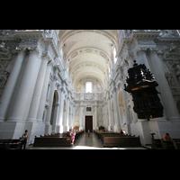 München (Munich), Theatinerkirche St. Katejan, Innenraum / Hauptschiff in Richtung Portal